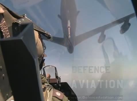inside_f-16_refuelling