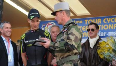 Tour du Haut Var - remise des prix par le général Hubert Trégou, adjoint au commandant les écoles militaires de Draguignan