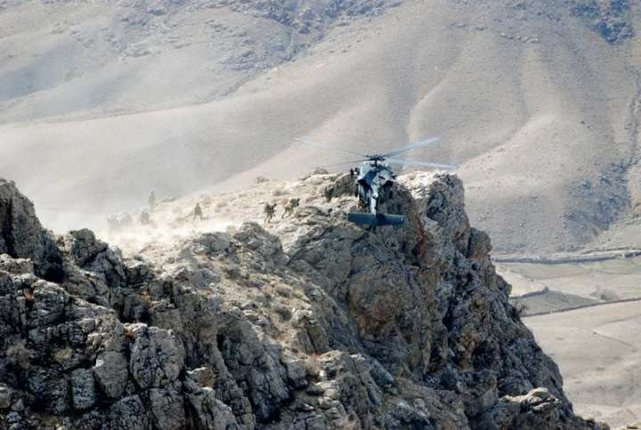 U.S. Special Forces being extracted from a mountain pinnacle in Zabul Province, Afghanistan by a U.S. Army UH-60 Black Hawk helicopter from Company A, 2nd Battalion, 82nd Aviation Regiment, 82nd Combat Aviation Brigade after executing an air assault mission to disrupt insurgent communication. U.S. Army photo by Staff Sgt. Aubree Clute