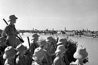 British soldiers observe Baghdad