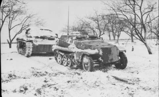 Halftrack and assault gun, Russian winter