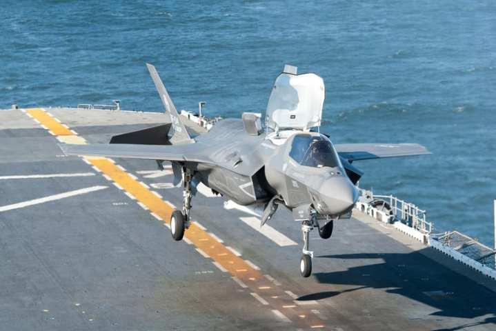 F-35B lands aboard Wasp