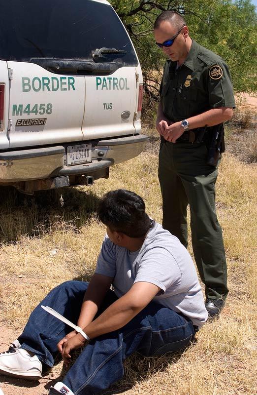 Border-Patrol-agent-arrests-Mexican-national