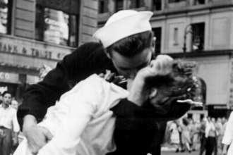 Kissing Sailor Jorgensen