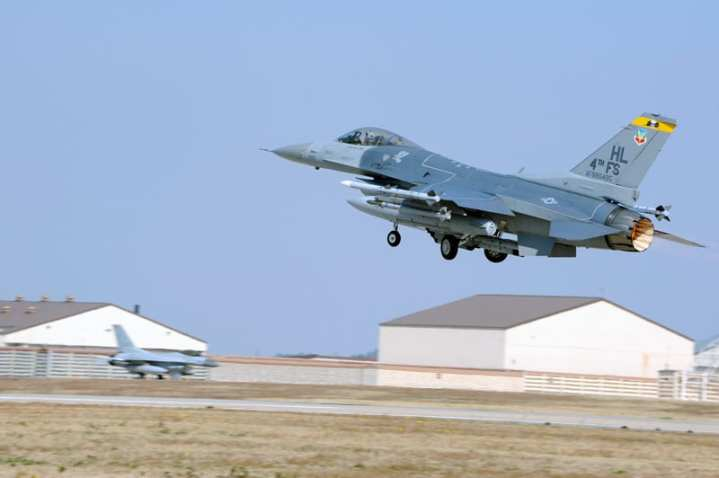 An F-16CM Block 40 Fighting Falcon (88-0495/HL) of the 4th Expeditionary Fighter Squadron deployed from Hill Air Force Base, Utah, makes a takeoff from Kunsan Air Base, Korea in March 2013. The 4th EFS is acting as a Theater Security Package (TSP) to bolster the U.S. presence on the Korean peninsula. U.S. Air Force photo