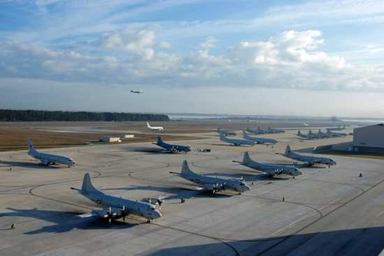 P-3C Orion and P-8A Poseidon aircraft occupy the flight line at Naval Air Station Jacksonville, Jan. 28, 2013. U.S. Navy photo by Mass Communication Specialist 2nd Class Gulianna Dunn