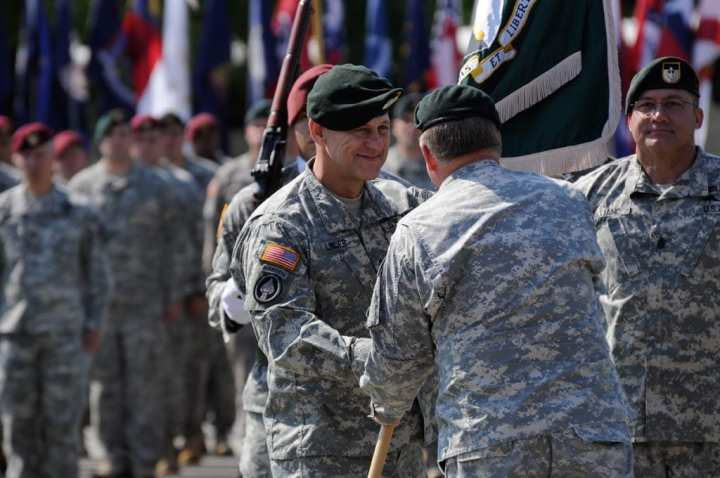 MG Linder takes command LR