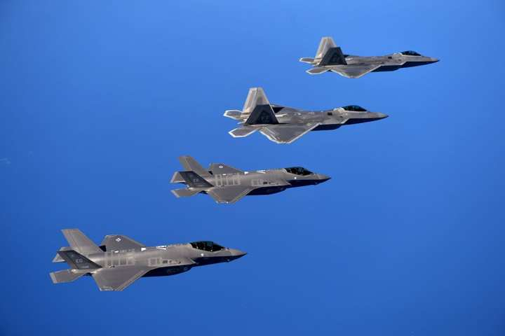 air superiority F-22s and F-35s