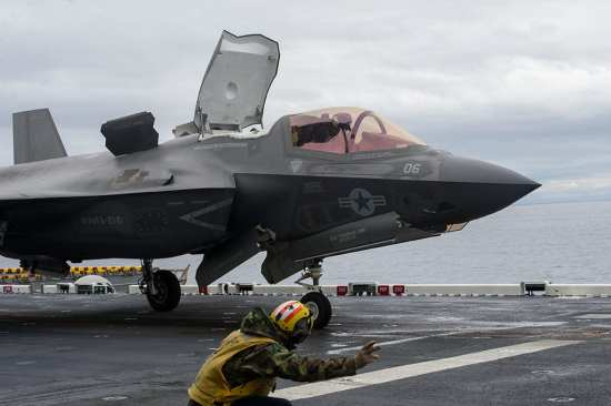 F-35Bs Test Aboard USS America | Video