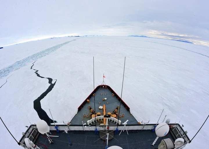 Polar Star icebreaker cuts channel