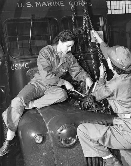 WWII mechanics women in the Marine Corps