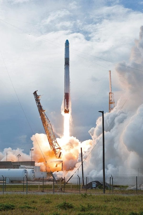 Falcon 9 rocket liftoff ISS web