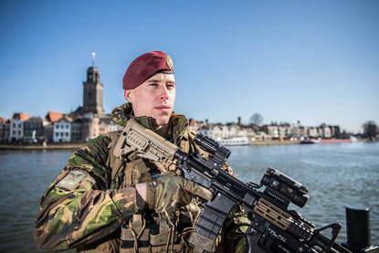Militairen tijdens de Landmachtdagen in Deventer.