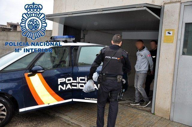 Dos detinguts a Manacor per amenaçar a la propietària d'un comerç i robar-li la caixa registradora