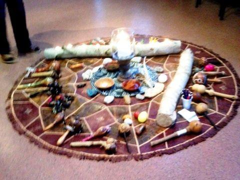 Onze Lente Equinox bijeenkomst is een groot succes geworden dank zij alle aanwezigen, de groepsenergie was heel bijzonder, de kinderen maakten het compleet. Een top avond en ieder heeft haar en zijn deel ontvangen. Van de rituelen hebben wij geen foto's omdat het vanuit het sjamanisme  'Heilige' momenten zijn. Dank aan de Spirits,  de Engelen en alle onzichtbare wezens  die ons begeleid hebben. liefdevol en dankbaar, EzraNoah