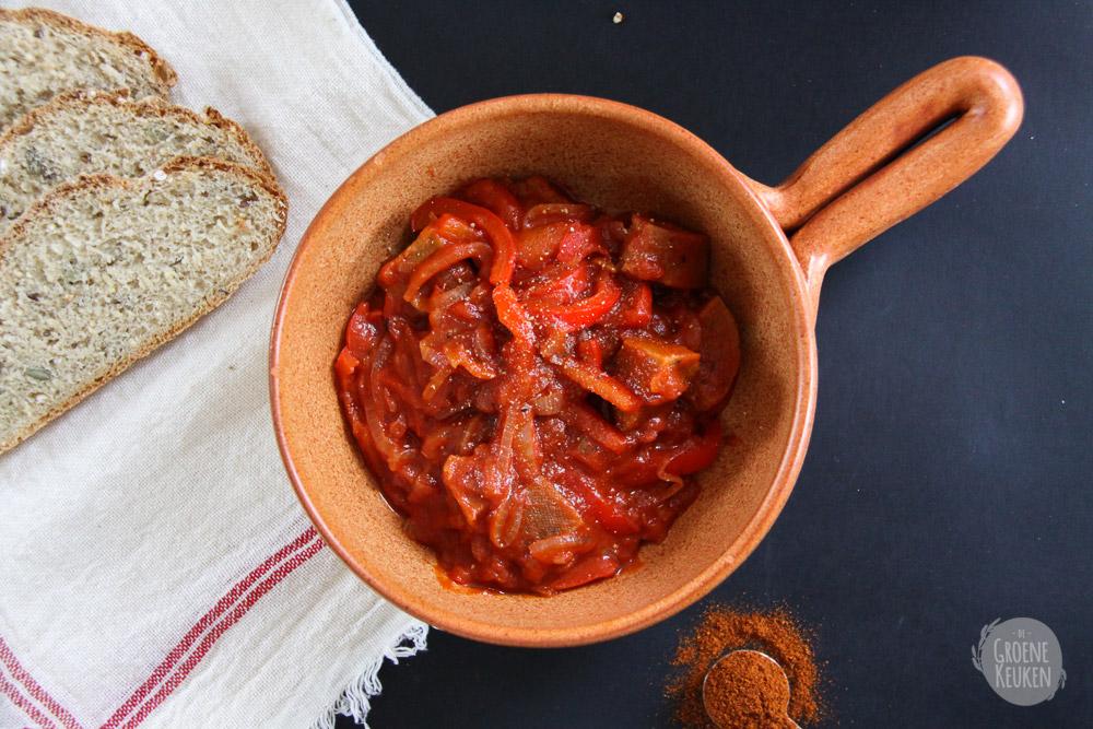 Vegan goulash met seitan en paprika