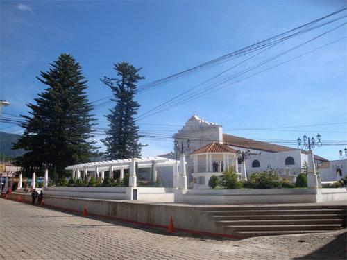 Plaza Central e Iglesia de Tecpán, Guatemala