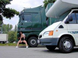 versaut-auf-dem-parkplatz-03