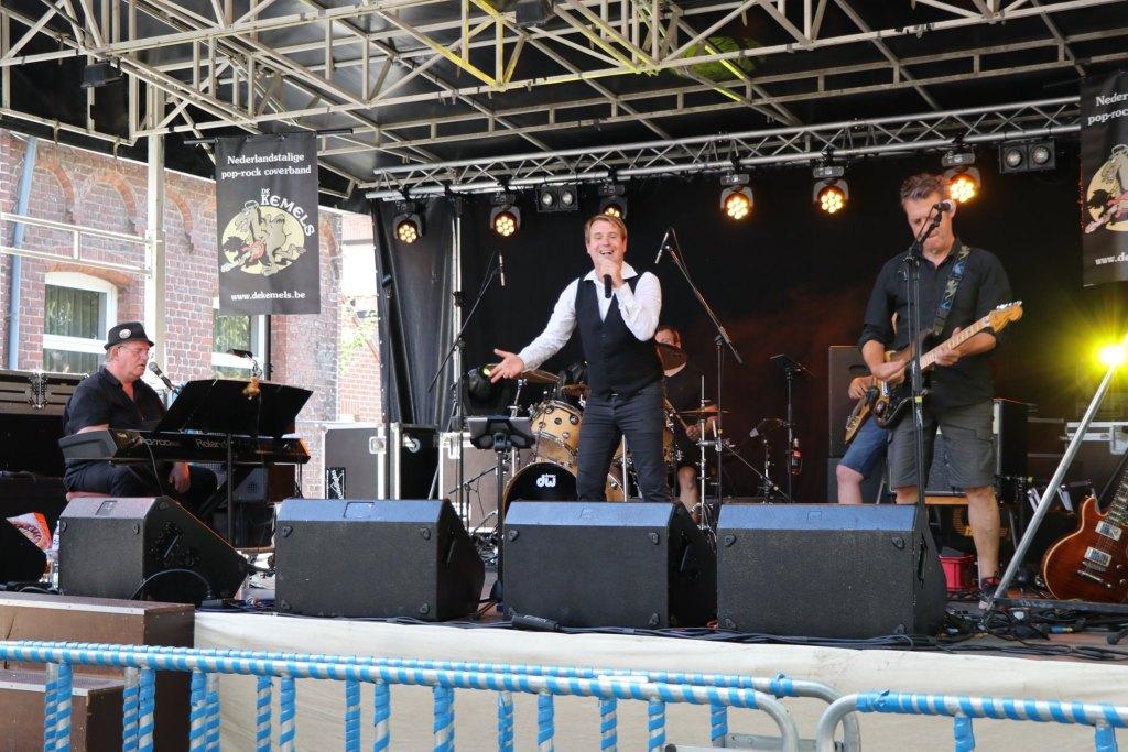 De Kemels live on stage