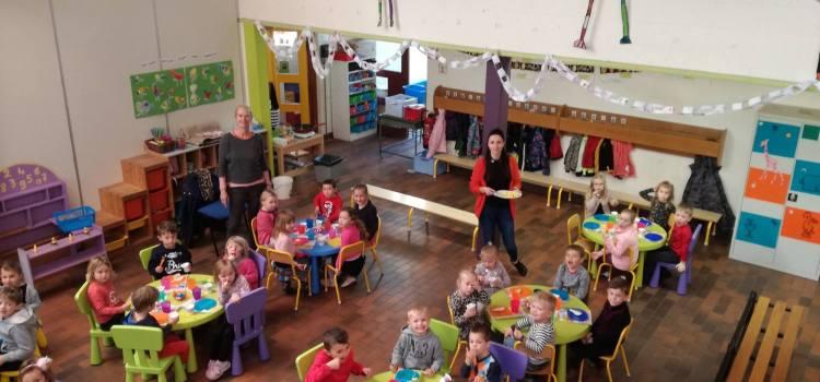 Paasontbijt voor de kindjes van juf Mieke en juf Christine