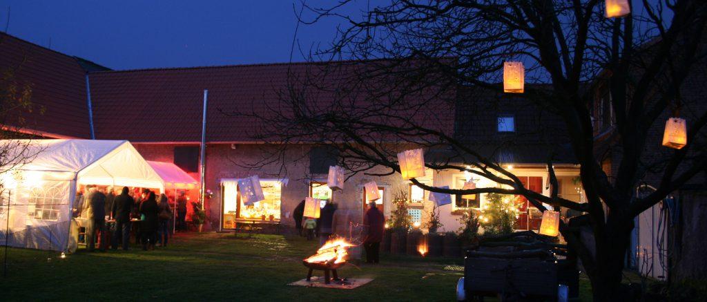 Zur Adventsscheune verwandelt sich der Kreativhof in einen Hofweihnachtsmarkt.