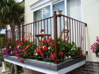 cicekli-balkon-tasarimlari