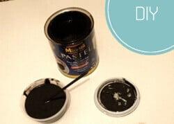 Kara tahta boyasındaki malzemeler