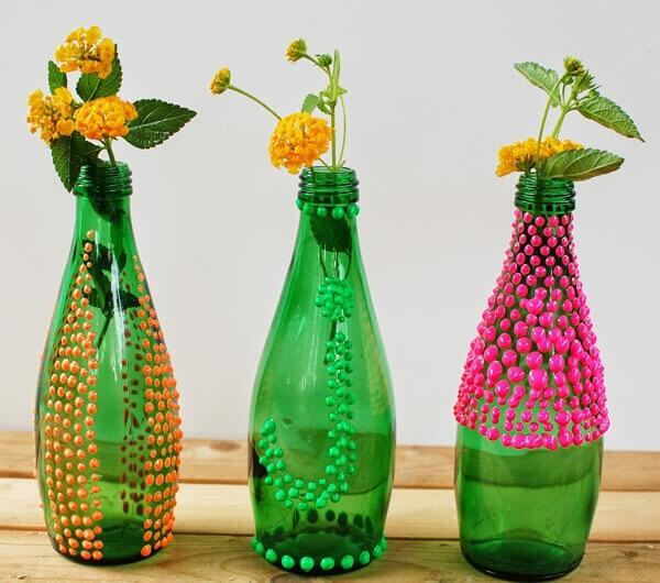Soda şişesini şık bir vazoya dönüştürün