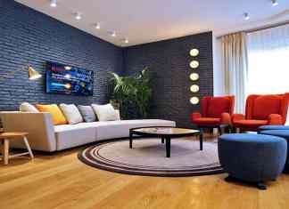 Tuğla cam ve tuğla duvar ile salonları dekore edin