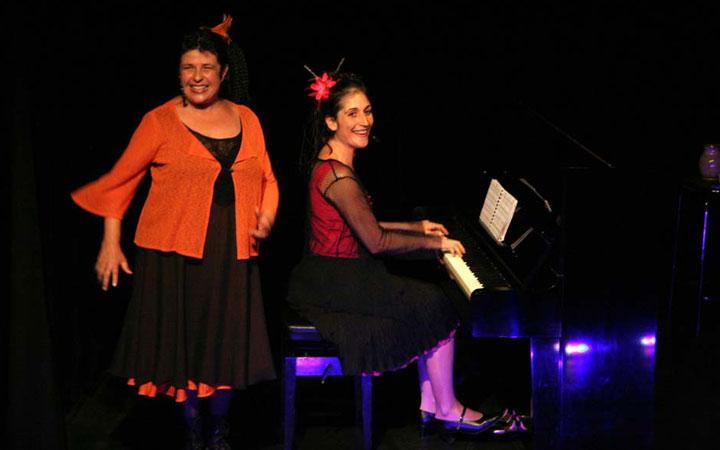 Duo Les coquines – Chansons coquines et humoristiques