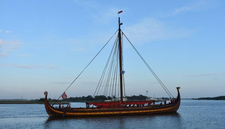 Draken Harald Hårfagre heading to the Roosevelt Inlet