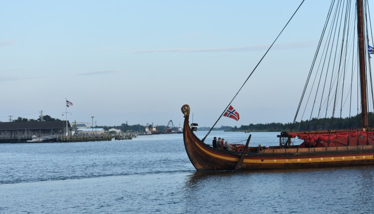Draken Harald Hårfagre heading to the Roosevelt Inlet