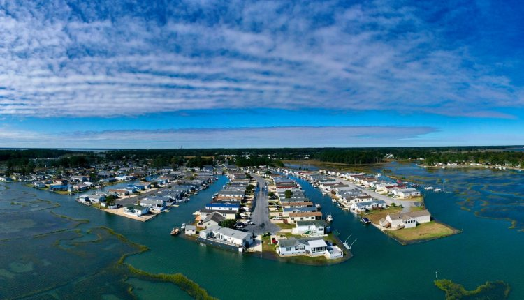 Mariners cove Thursday morning at 11 AM just at the peak of high tide.  This will get worse over the next few days .. Driscoll Drones