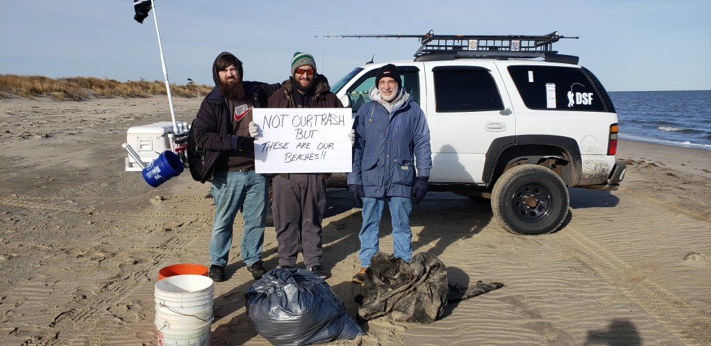 beach clean up, trash on beaches, delaware surf fishing, not our trash but they are our beaches, delaware beaches, delaware bay, delaware river, pollution, plastic bags, mylar balloons, red solo cup, shotgun shells,