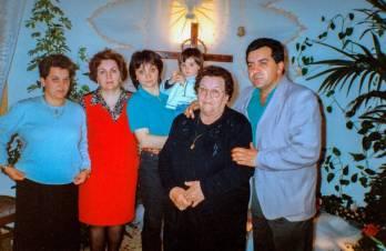 De esta instantánea, me faltan dos. Mi querida abuela Sofía y tú, tío Pepe.