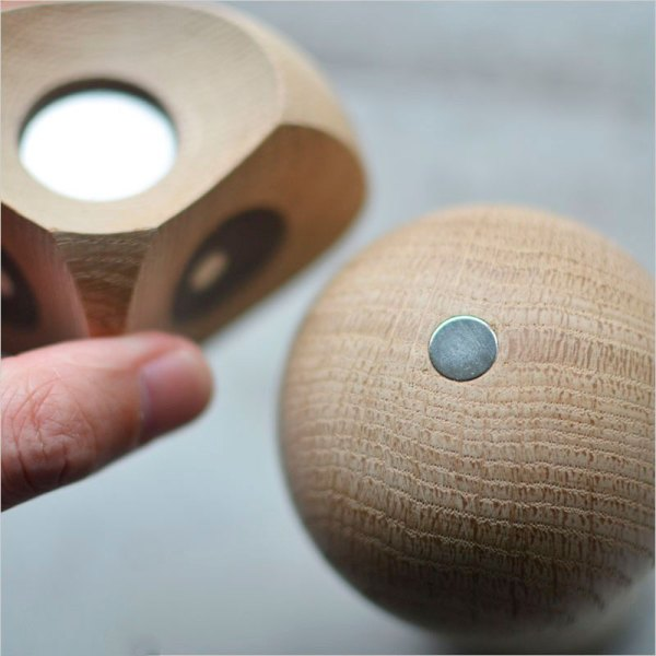Buho de madera de roble de la firma Architectmade