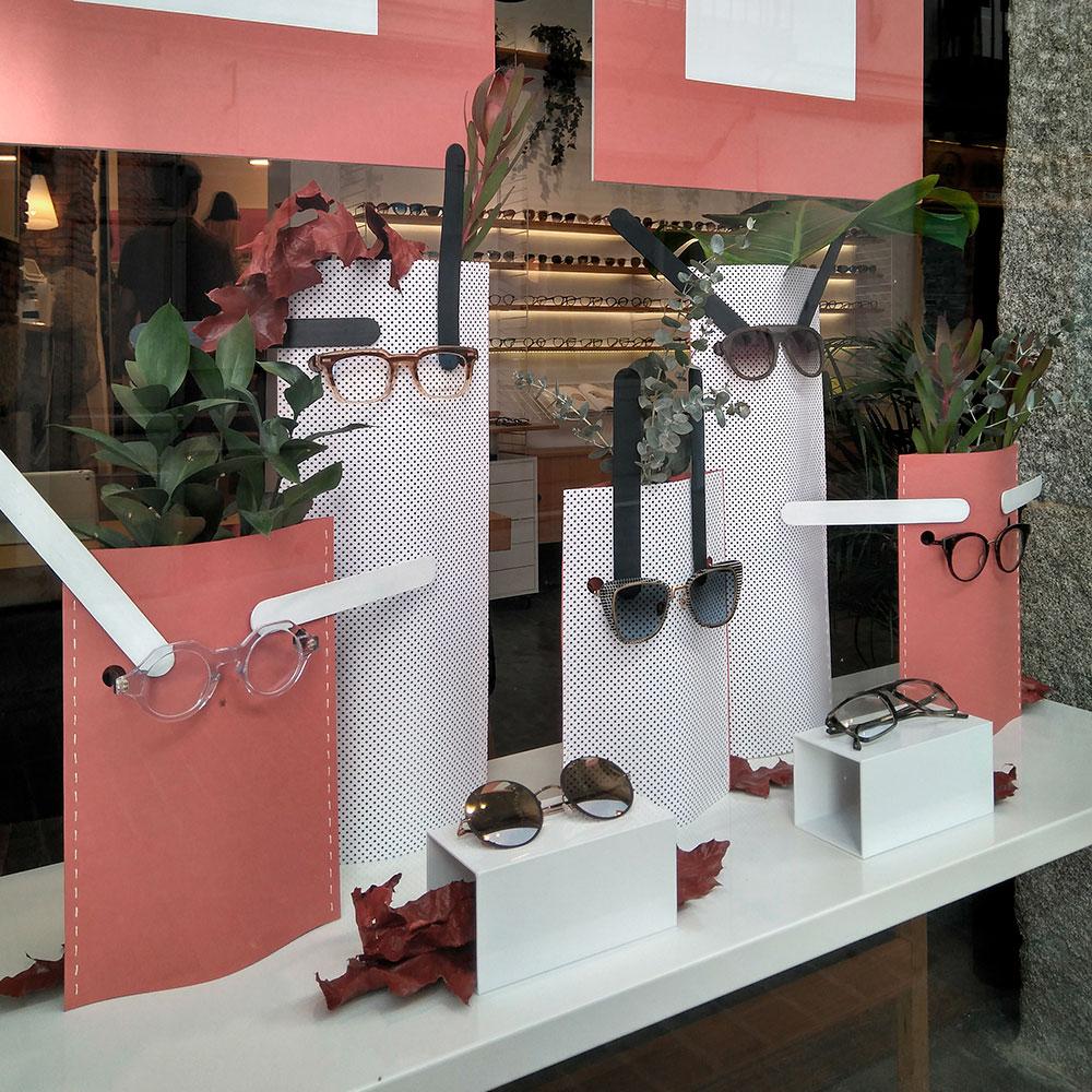 escaparate de otoño diseñado por Deleite Design para una óptica en Madrid