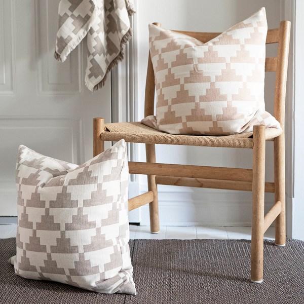 portada categoría textil con cojín de Brita Sweden