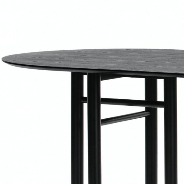 mesa de comedor de madera tintada en negro