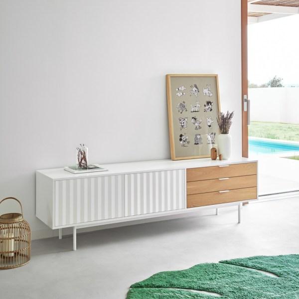 mueble de televisión en blanco y madera