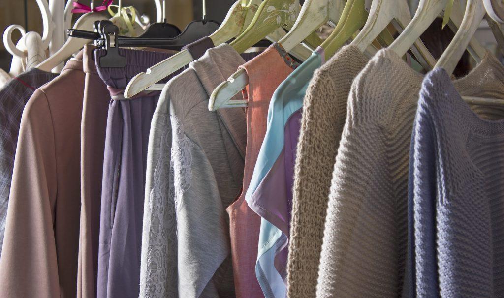 Por qué comprar ropa usada