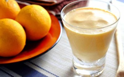Yoghurt drinkontbijt met sinaasappel