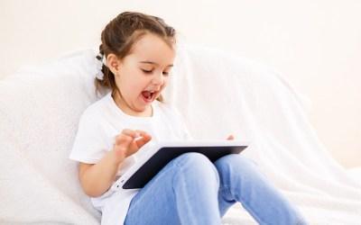 Moeders vertrouwen hun kinderen meer met digitale media dan vaders