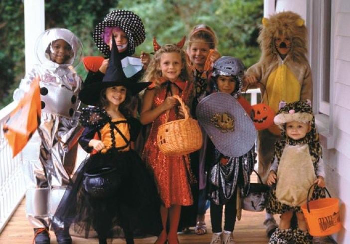 Trick or treaters on the porch