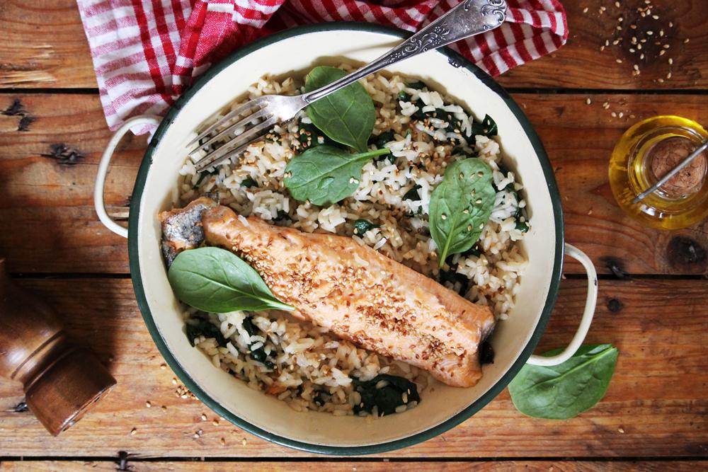 Truite caramélisée et riz aux épinards