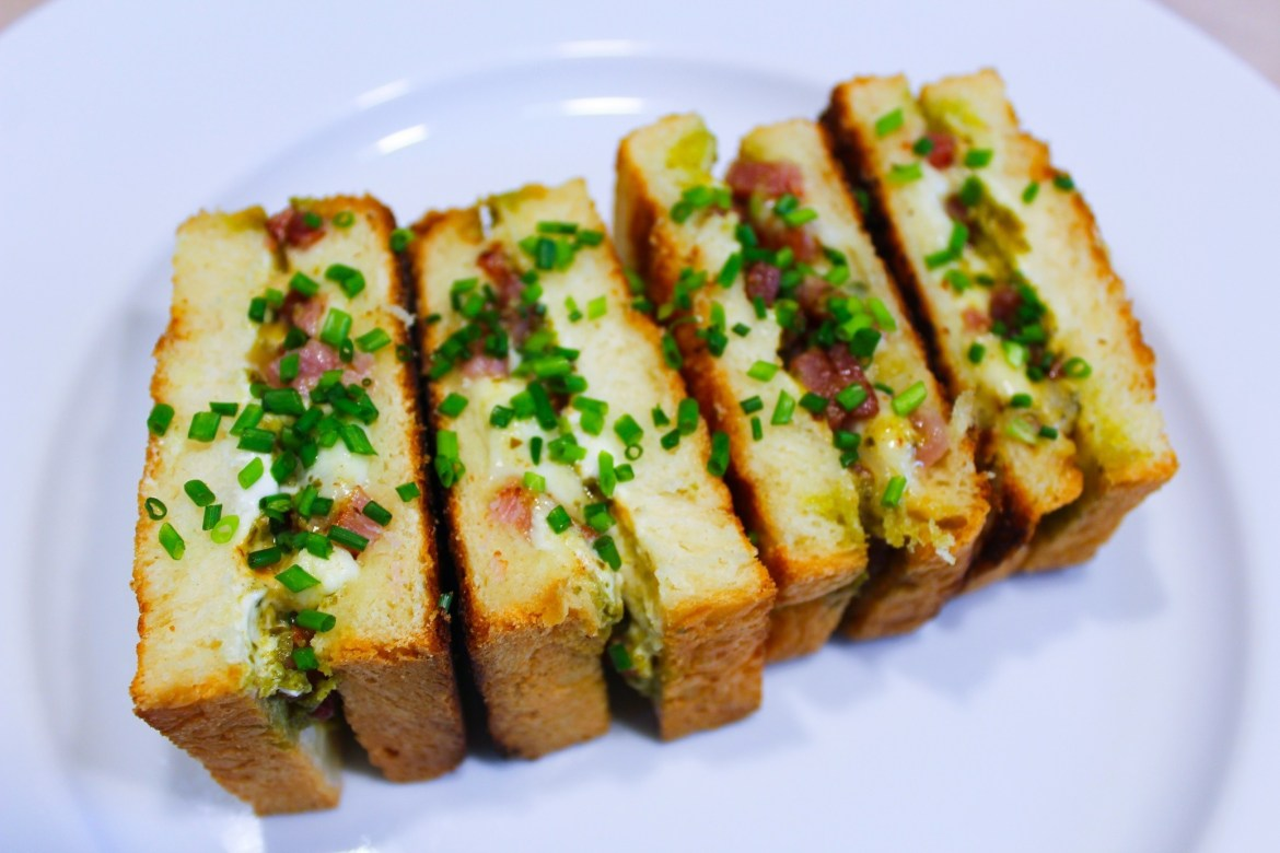 Croque-Monsieur Lardons, Mozzarella et Pesto