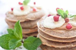 Pancakes cu unt de arahide si banane – vegane/de post