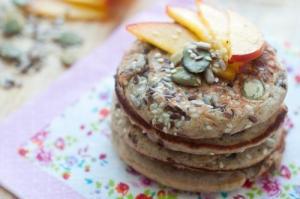 Pancakes cu urda, lamaie & chia
