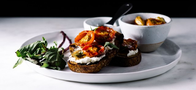 goat-cheese-toast-with-roasted-tomatoes-and-balsamic-11w
