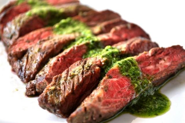 Biftek me salce chimichurri